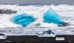 Eisberge aus dem Gletschersee Jökulsárlón im Atlantik