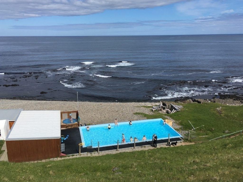 Krossneslaug Schwimmbad - am Ende des Weges in die Einsamkeit