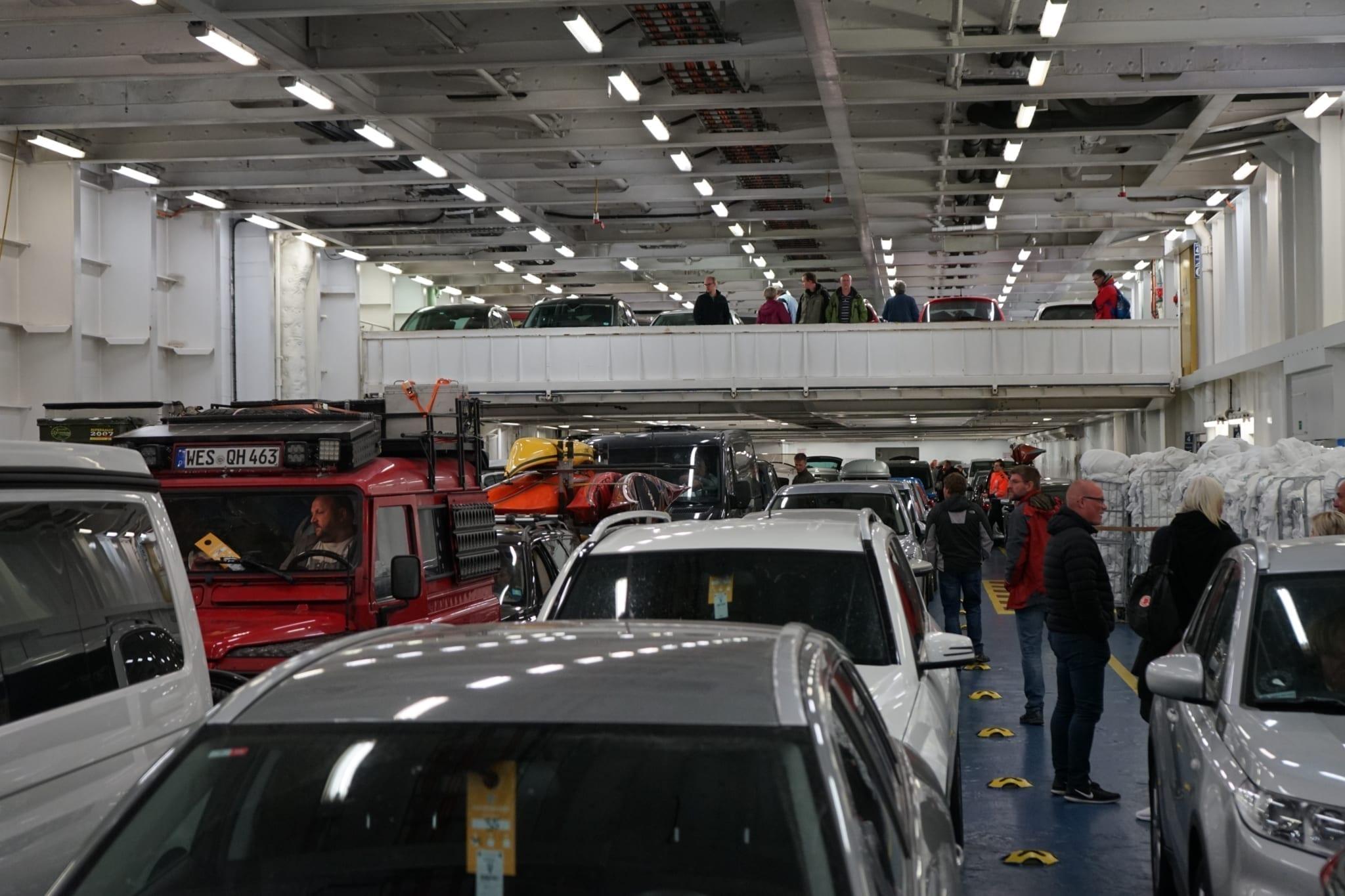 Auf den Wagendecks finden bis zu 800 PKW Platz. Foto: A.S.