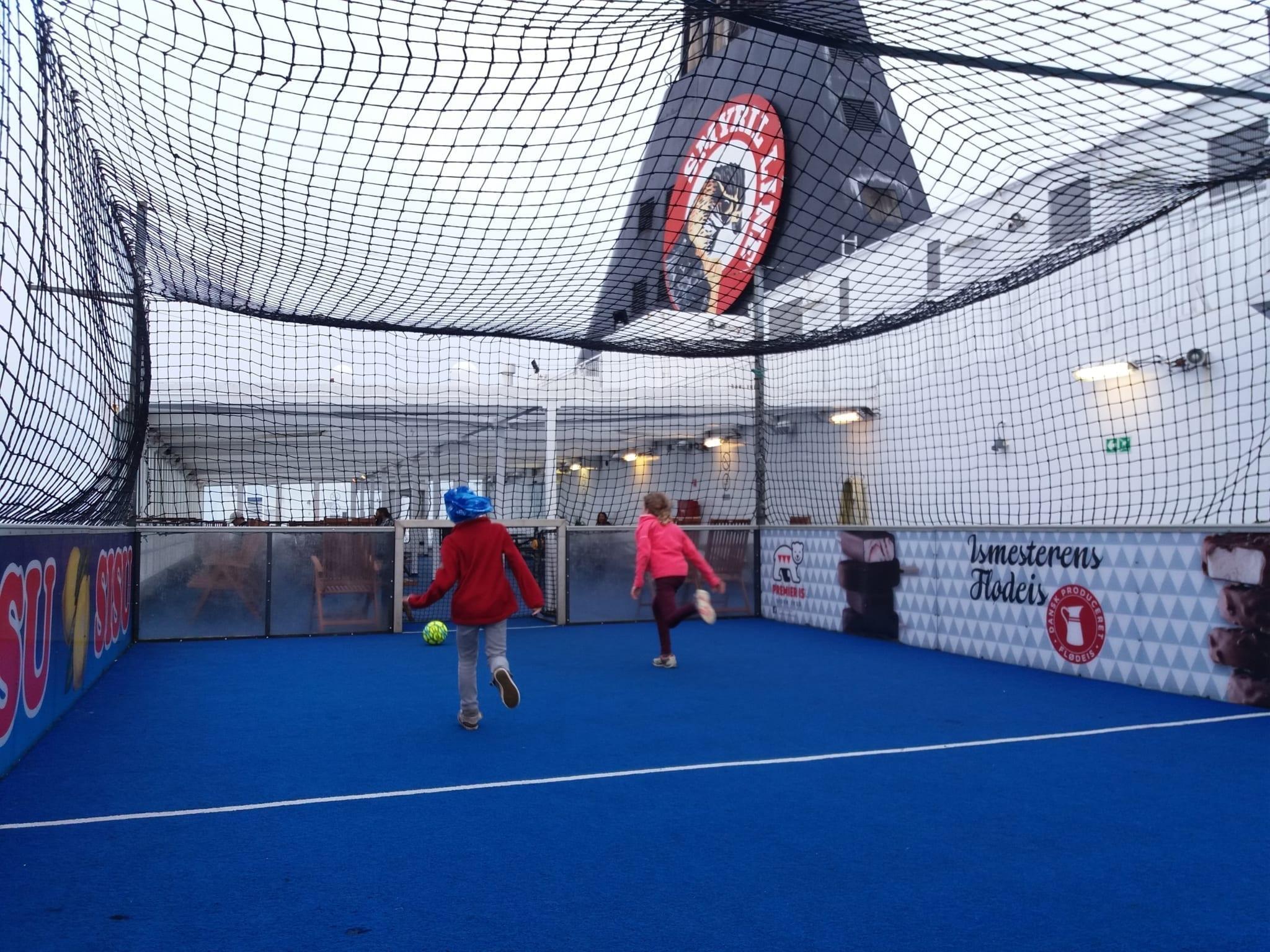 Fussballfeld auf der Norröna Foto AS